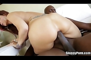 Lexington Steele fucks shove around MILF Syren De Mer in their way generous pest