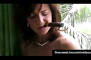 Smokin' Hawt Cougar Deauxma Bangs Will not hear of Snatch &_ Nuisance With A Cigar