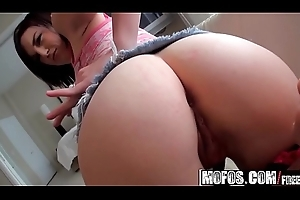 Mofos - Lets Shot at Anal - (Lacey Laveah) - Put A Echo Above It