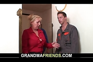 Granny offers her old cum-hole