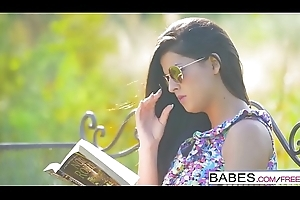 Babes Unleashed - (Coco de Mal Henessy) - Poon Obeying