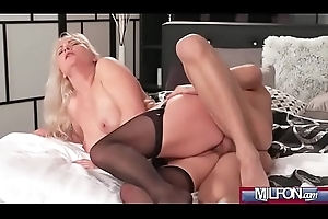 Comme ‡a burn out a become furious MILF fro stockings(Kathy Anderson) 04 vid-01
