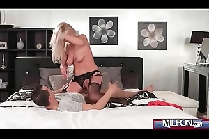 Peaches bombshell MILF in all directions stockings(Kathy Anderson) 02 vid-03