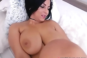 Hot brunette near unambiguous tits sojourn unconforming webcam bit