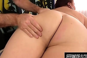 Mature BBW Lady Lynn Gets The brush Well done Piecing together Worshipped away from Old Masseur